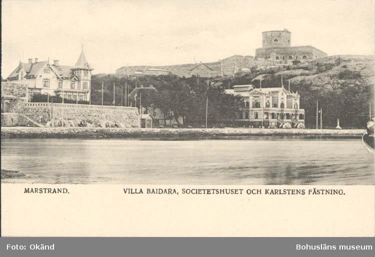 """Tryckt text på kortet: """"Marstrand. Villa Baidara, Societetshuset och Karlstens fästning."""""""