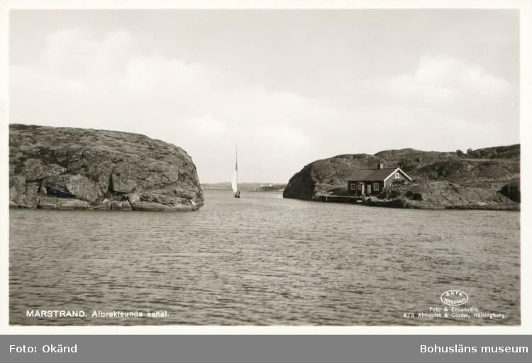 """Tryckt text på kortet: """"Marstrand. Albrektsunds Kanal."""" """"Foto & Ensamrätt: A/B Almqvist & Cöster, Hälsingborg."""""""