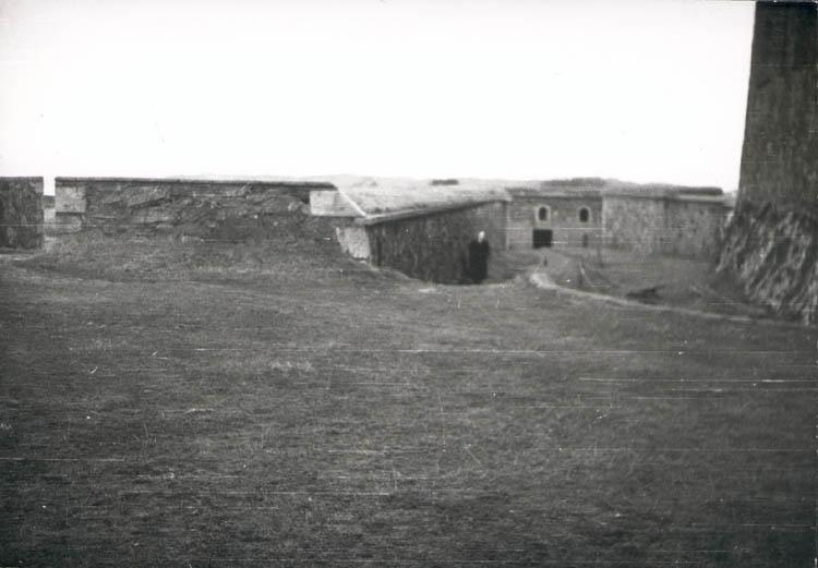 """Noterat på kortet: """"Marstrand. Mor i fästningen. Juldagen 1959."""""""