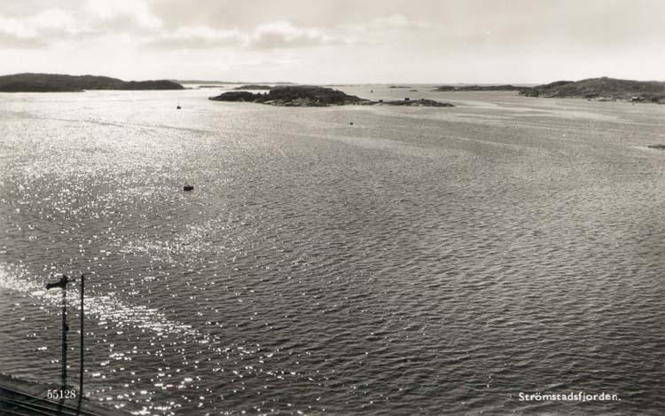"""Tryckt text på kortet: """"Strömstadsfjorden."""" ::"""
