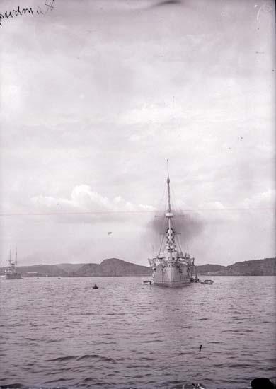 """Enligt text som medföljde bilden: """"Gustafsberg. Tyska kryssaren Hamburg."""""""