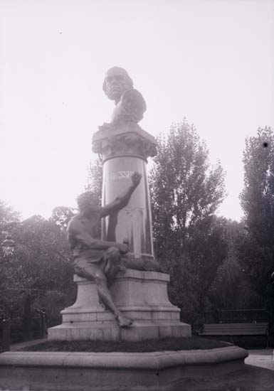 "Enligt text som medföljde bilden: ""John Ericssons staty Stockholm. Okt 08""."
