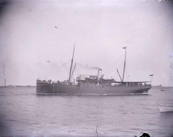 """Enligt text som medföljde bilden: """"Ångaren Göteborg, Lysekil 1897."""" ::"""