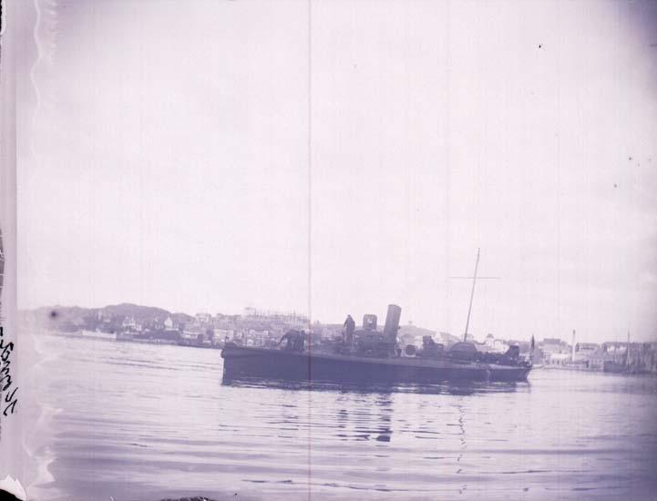 """Enligt text som medföljde bilden: """"Svenska Torpedbåten """"Komet"""" fr. Sidan  1 sta klass. 23/8 1899""""."""
