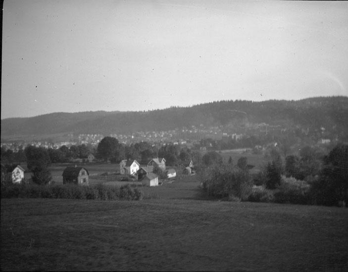"""Enligt text som medföljde bilden: """"Husqvarna. Utsikt från södra stambanan."""""""