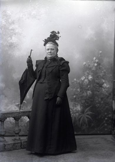 """Enligt text som medföljde bilden: """"Fru Lotten Gjötberg."""" ::"""