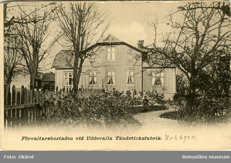 """Tryckt text på vykortets framsida: """"Förvaltarebostaden vid Uddevalla Tändsticksfabrik."""""""