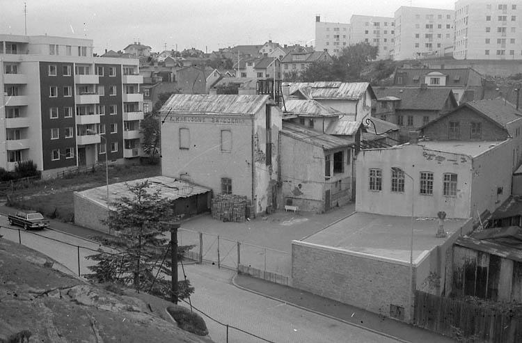 """Enligt fotografens notering: """"Karlssons bryggeri i Lysekil""""."""