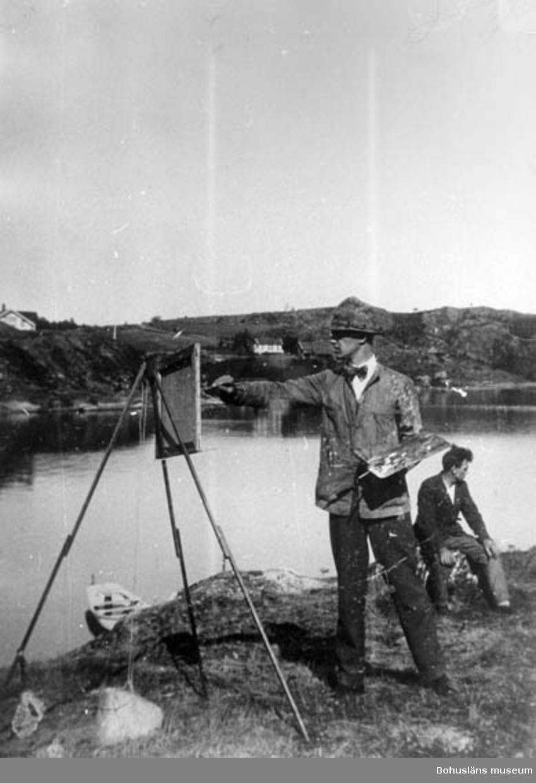 """""""Troligtvis Gustav Jonsson på Karr-(Tjär-)uddenabben. 1930 ??"""" enligt text på baksidan av fotot."""
