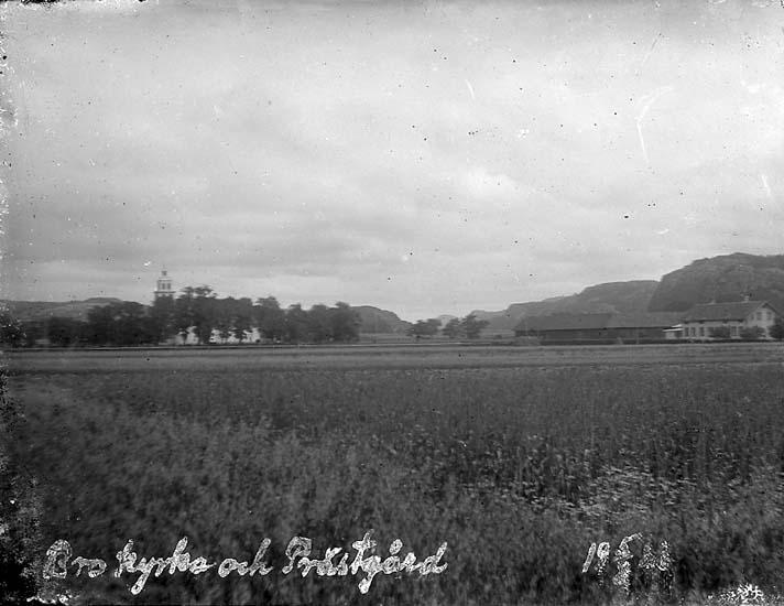 """Enligt text på fotot: """"Bro kyrka och Prästgård 5/8 1923""""."""