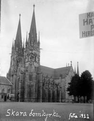 """Enligt text på fotot: """"Skara domkyrka, foto 1922""""."""