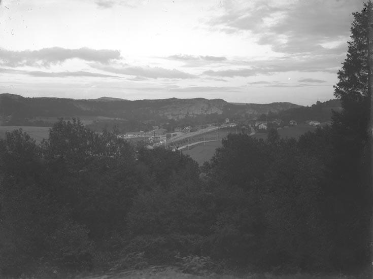 """Enligt fotografens noteringar: """"Munkedals Järnvägstation omkring 1912."""""""