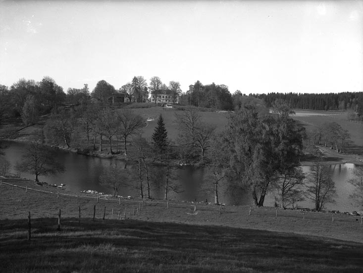 """Text som medföljde bilden: """"1951. 13. Torps Herrgård, från Ekenäs."""""""