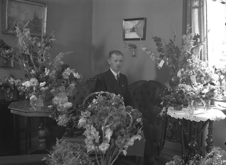 """Enligt fotografens noteringar: """"1942. Elin Sahlberg Lyckebo privat. Tagas vara på."""""""