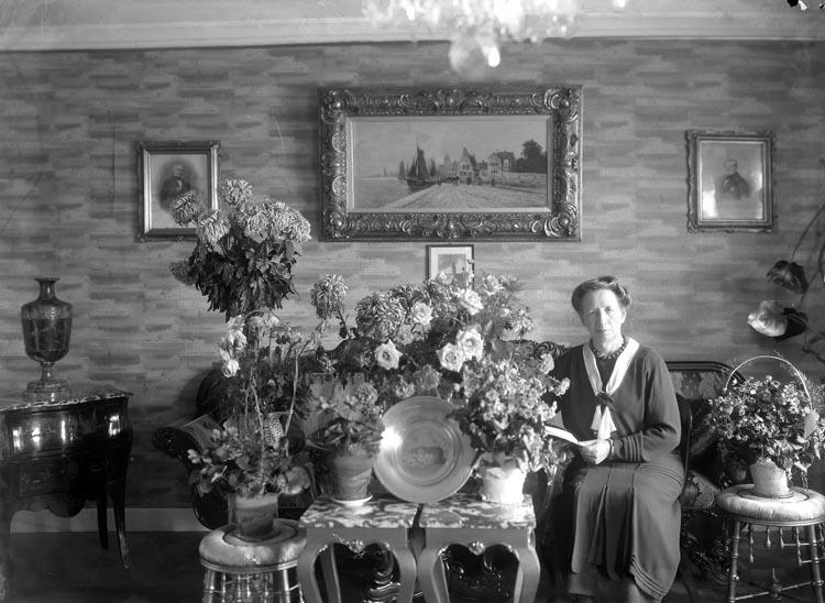 """Enligt fotografens noteringar: """"Mathilda Hansson 1931."""""""