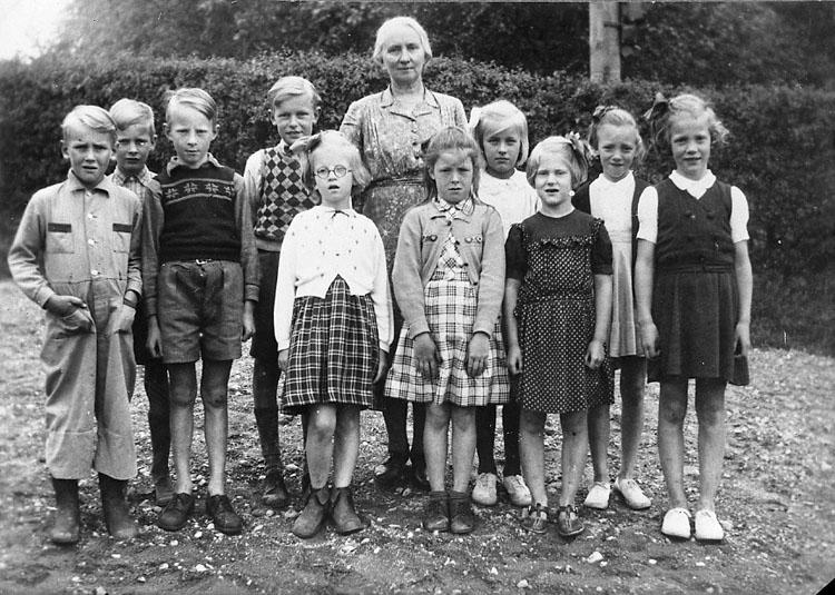 """Enligt fotografens journal nr 7 1944-1950: """"Pettersson, Fru Karin Ödsmål kopia""""."""