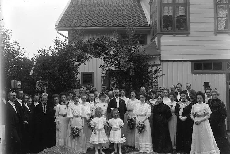 """Enligt fotografens journal nr 1 1904-1908: """"Spolén, Brudparet""""."""