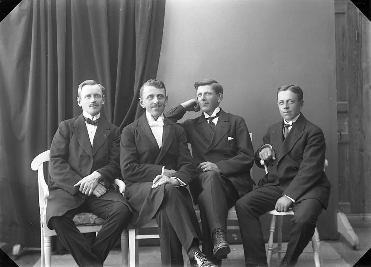 """Enligt fotografens journal nr 4 1918-1922: """"Stenborg, Bröderna Här""""."""