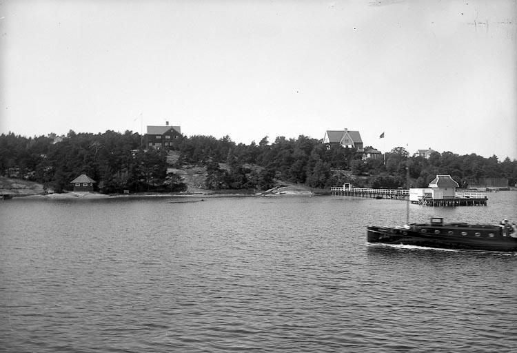 """Enligt fotografens notering: """"Billners villa. D. 14 juli 1929. Nu Ryttmästare von Bornstedts""""."""
