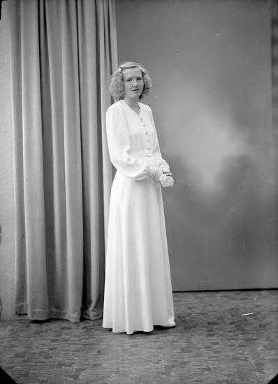 """Enligt fotografens journal nr 7 1944-1950: """"Josefsson, Maj Skyttegården Här""""."""