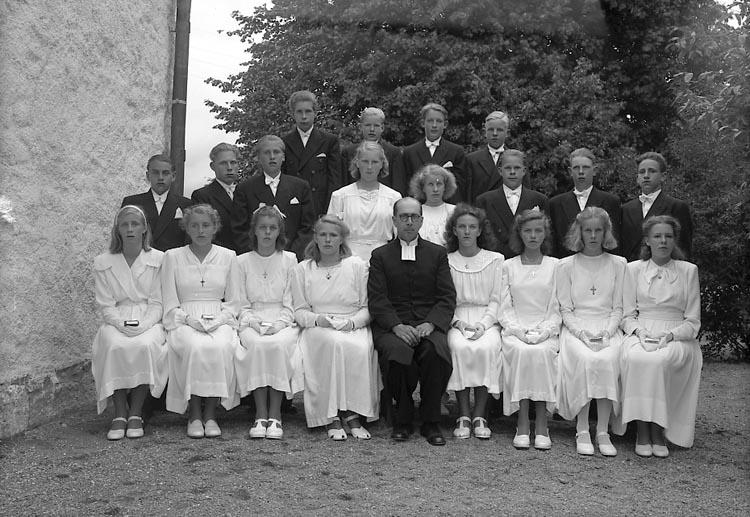 """Enligt fotografens journal nr 7 1944-1950: """"Nyblom, Pastor Harry Jörlanda""""."""