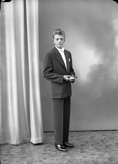 """Enligt fotografens journal nr 8 1951-1957: """"Andersson, Roger Stenungsund""""."""
