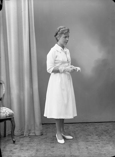 """Enligt fotografens journal nr 8 1951-1957: """"Liljefors, Fr. Gunilla, Skansg. 1 Hälsingborg""""."""