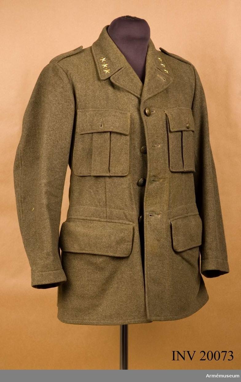 Grupp C I. Ur uniform för svenska frivilligkåren. Ändrad och utdelad januari 1940 såsom uniform för Svenska frivilligkåren, senare ändrad för användning i Norge 13 april-20 juni 1940. Gradbeteckning för kapten, placerad av kapten G Benckert. Uniformen är försedd med norska knappar.