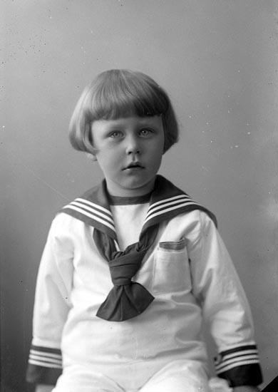 """Enligt fotografens journal nr 4 1918-1922: """"Adlerstråle, (Karl-Erik) Ön""""."""