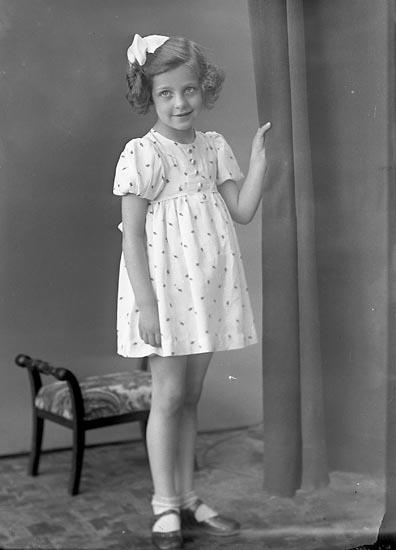 "Enligt fotografens journal nr 6 1930-1943: ""Vestborg, Ingegerd Stenungsund""."