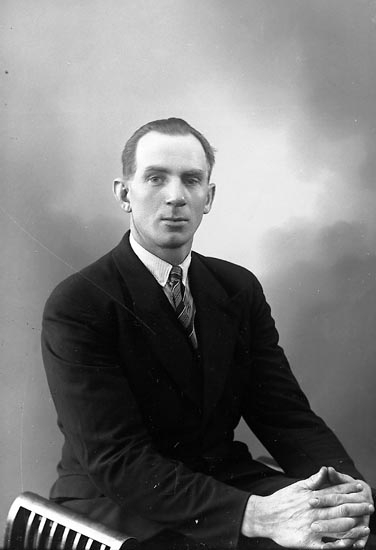 "Enligt fotografens journal nr 6 1930-1943: ""Karlsson, Knut Gåre St. Höga""."