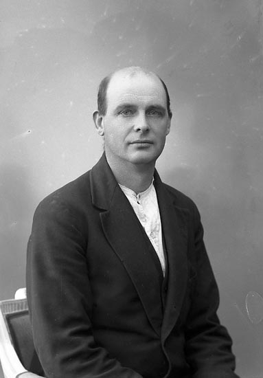 "Enligt fotografens journal nr 6 1930-1943: ""Olsson, Henry Stenungsund""."