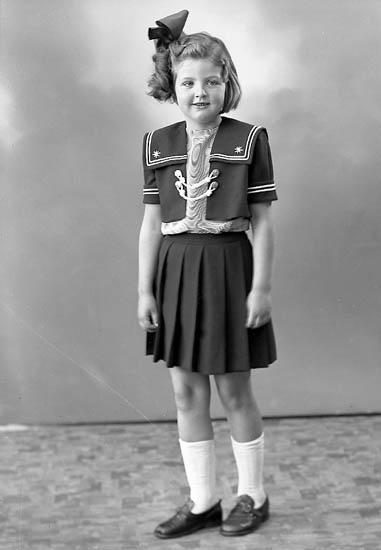 """Enligt fotografens journal nr 7 1944-1950 """"Olsson, Anita Alafors Ödsmål""""."""