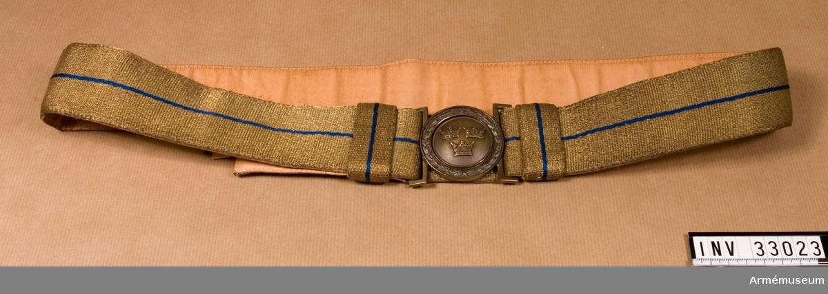 Grupp C I. Ur uniform m/1952, för överste Livgardesskvadronen. Består av vapenrock, långbyxor, långbyxor, tygskärp, skärmmössa, skärp, livrem, ridbyxor, stövlar.