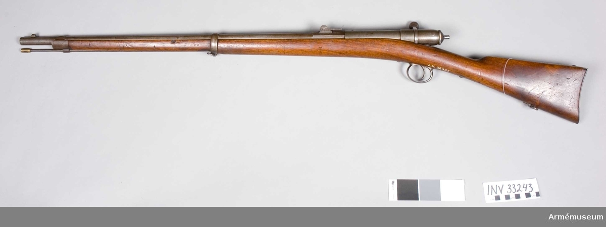 Grupp E II. Enligt uppgift av J Alm skall geväret vara m/1871 Schweiz, enkelladdare. Geväret skiljer sig väsentligt från geväret m/1871 i huvudsak genom sin förminskade storlek och är enkelladdare.På pipans bakre del står fabriksnummer 3978.