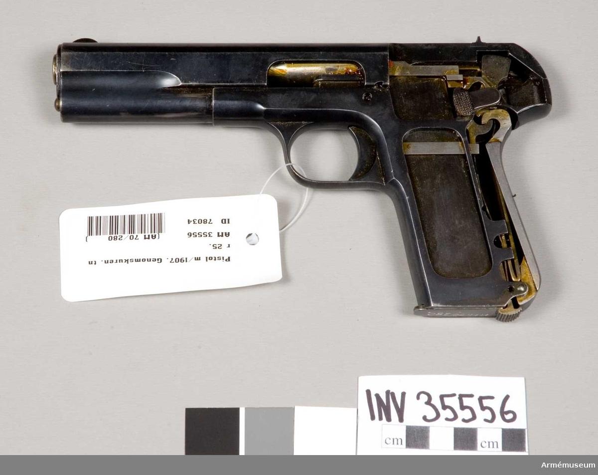 Grupp E III e. Pistolen är genomskuren.