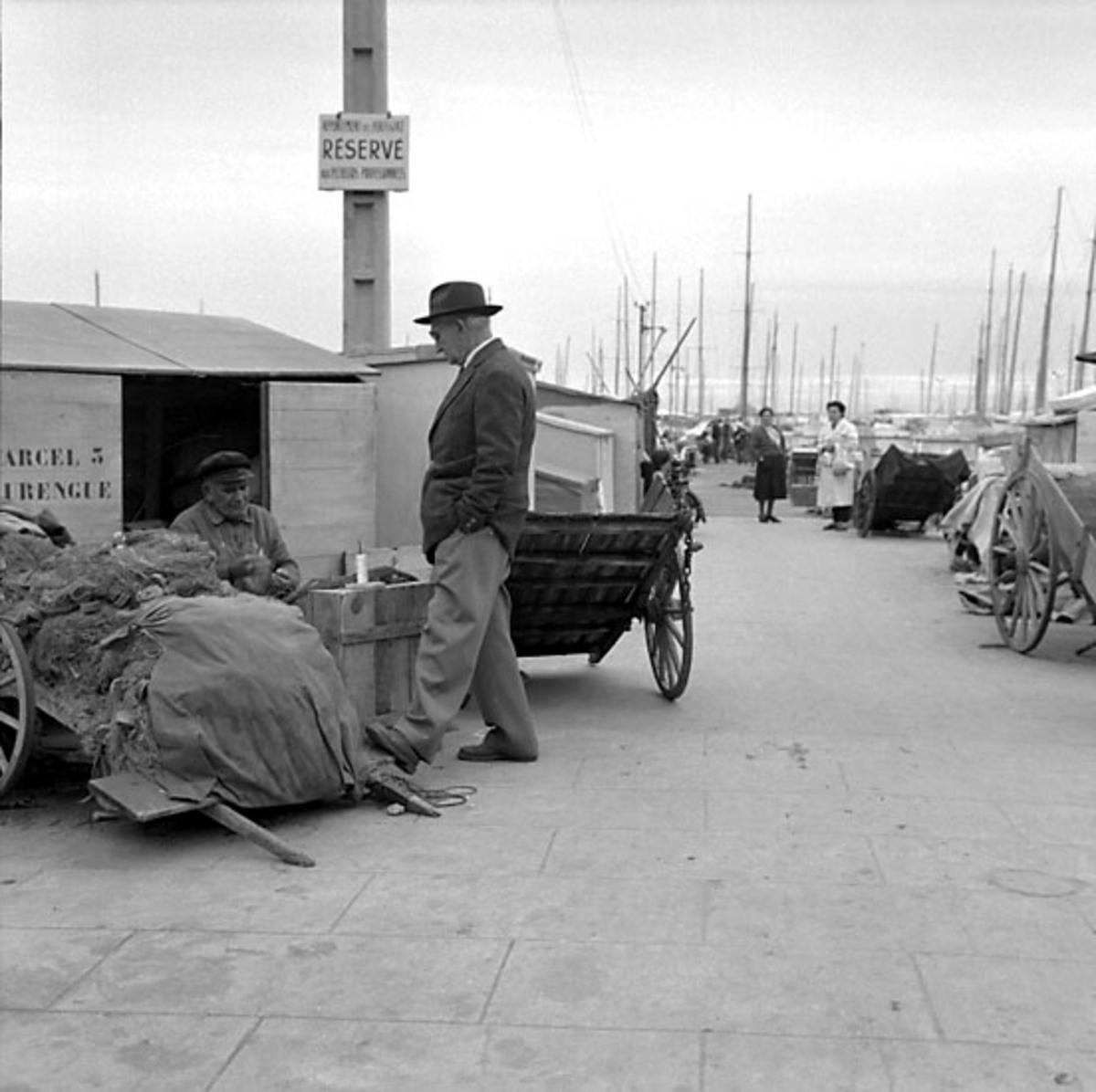 26. Frankrike. Fotojournal finns på B.M.A. + fotoalbum. Samtidigt förvärv: Böcker och arkivmaterial. Foton tagna 1959-11-05. 12 Bilder i serie.