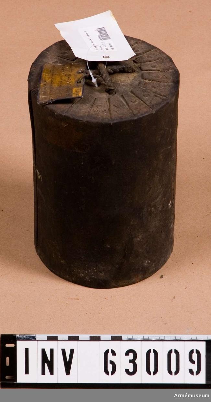 Grupp F II.  Svart dosa. 24-pundig grov kartesch med 2-pundiga kulor, för flottan.
