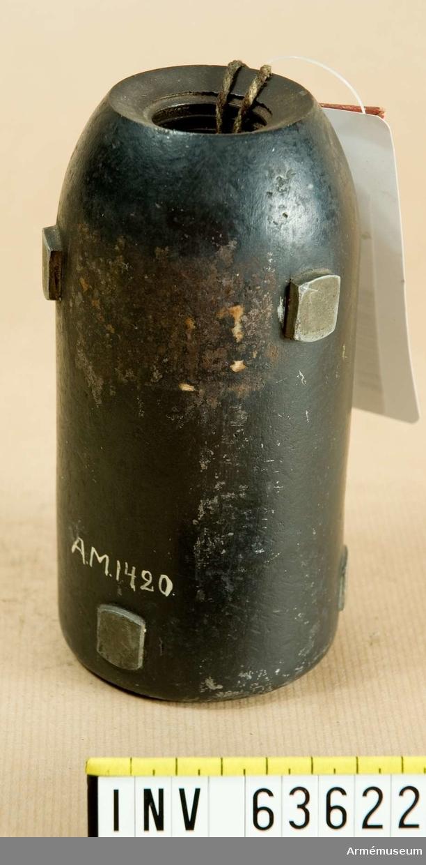 """Grupp F II. 7,6 cm (2""""½ eller 7½-p) granat, Norge, till framladdningskanon m/1864."""