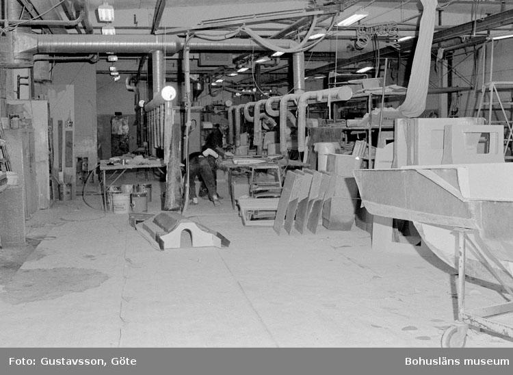 """Motivbeskrivning: """"Gullmarsvarvet AB, bild från B-hallen, detaljtillverkning."""" Datum: 19801031"""