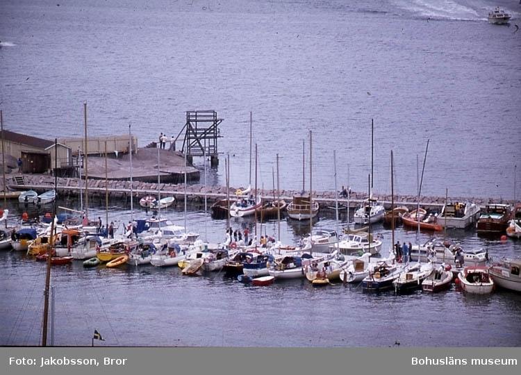 """""""Segelbåtar innanför badplatsen m. hopptorn""""."""