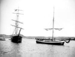 """Enligt fotografens noteringar: """"Fartyg vid Nabben."""" Plats:"""