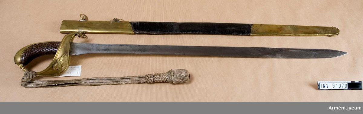Tillhörande balja och portepé m/1797.