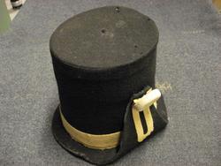 Troligen en sentida kopia av en hatt m/1798.