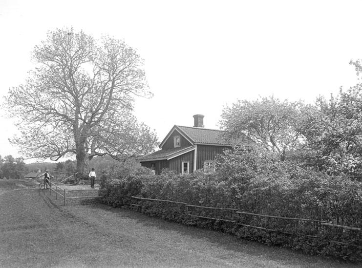 Juni 1924. Kaserna.