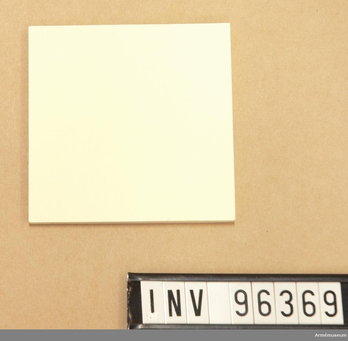 """En litet skrivblock med gula sidor av typen """"Post-it""""."""