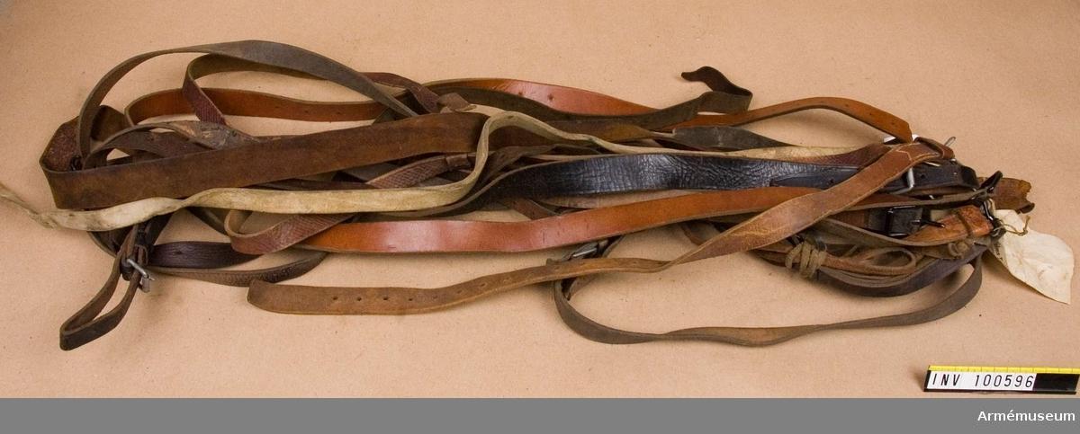 Remmar i läder av olika typ.