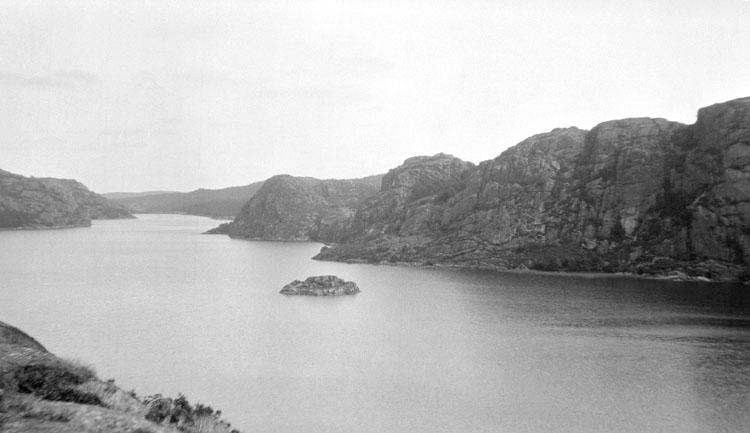 Enligt senare noteringar: Tosterödsvattnet från sluttningen av Önnekullen. 22 Augusti 1922.
