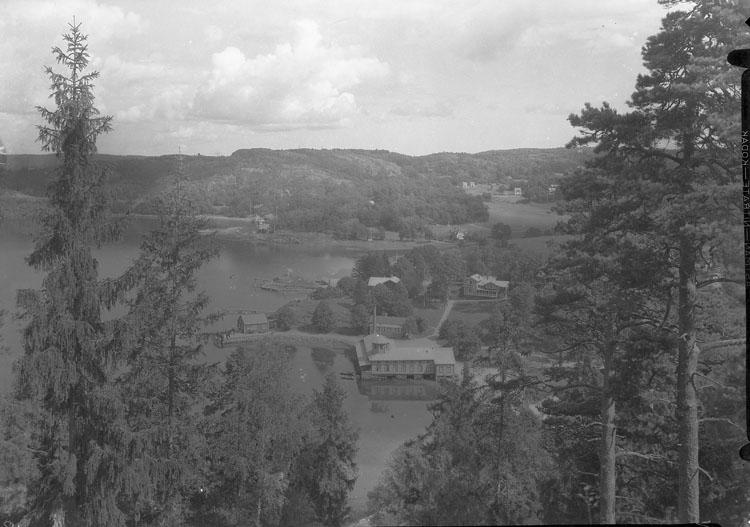 """Uppgift enligt fotografen: """"Uddevalla. Gustafsberg, Utsikt från Knapets utsikt."""""""