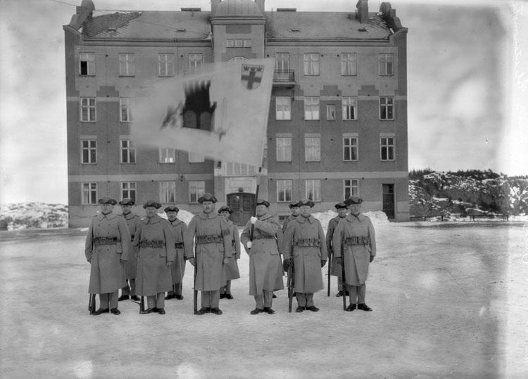 "Uppgift enligt fotografen: ""Uddevalla. Gruppfoto."""